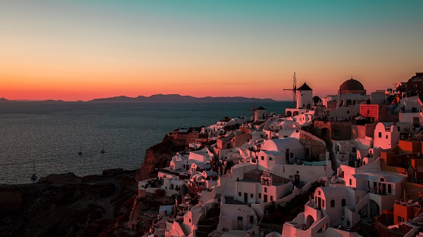 Oia, Greece - Photo by Gurwinder Singh on Unsplash