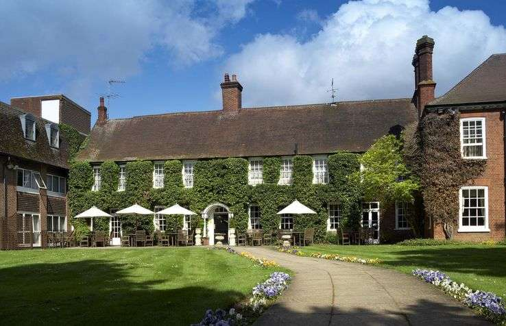 General Manager M/F - Mercure Farnham Bush Hotel - United Kingdom