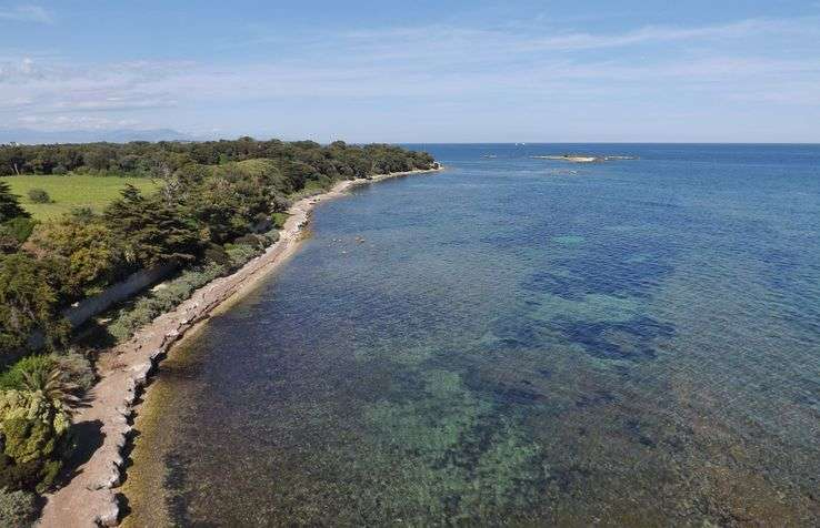 L'île Saint Honorat au large de Cannes a profité des excellentes performances de la cité balnéaire