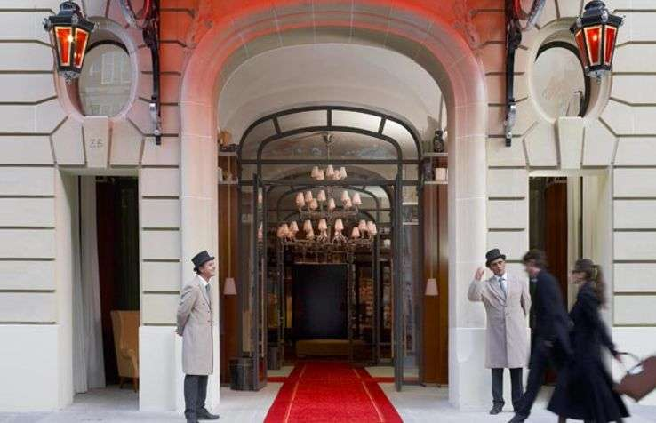 Directeur communication H/F - Le Royal Monceau - Raffles Paris