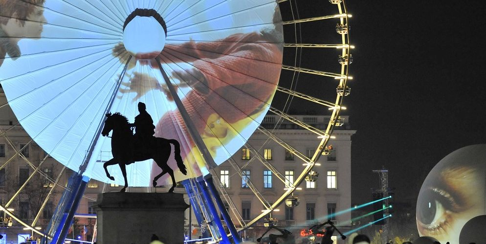 Spectacle Pierrot et le feu sur la place Bellecour ©F Guinar